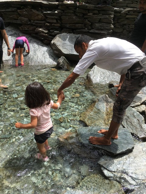 インド ダラムサラ バグスの滝
