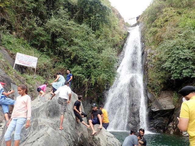 ダラムサラ バグス村 滝