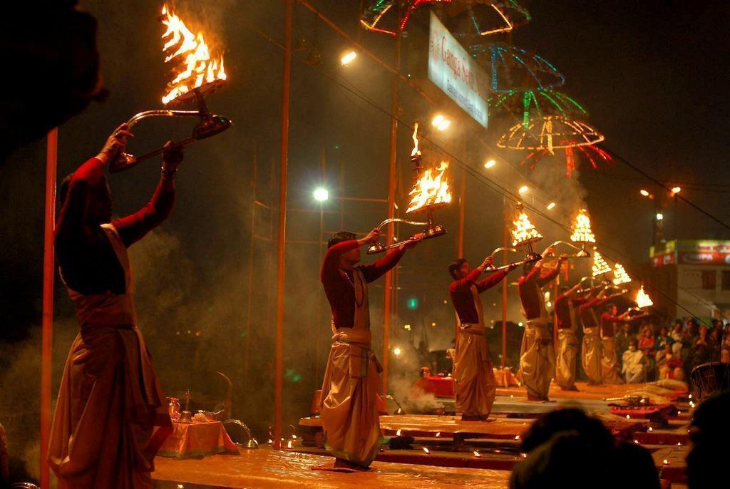 インド バラナシ プージャー